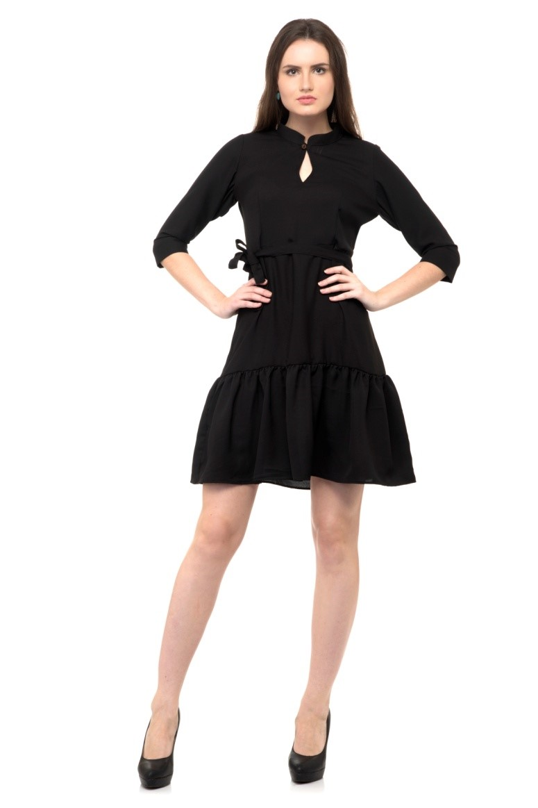 HOW TO STYLE A LITTLE BLACK DRESS IN 5 DIFFERENT WAYS.